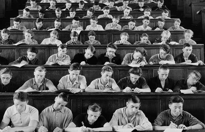 За бесплатное обучение каждый студент, получивший диплом, должен был отработать не меньше 3 лет.