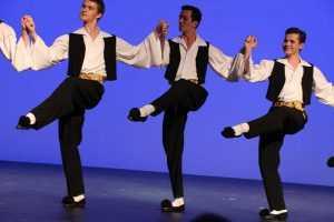 Версии происхождения названия еврейского танца «Семь-сорок»