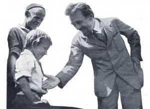 Почему в СССР запрещали рукопожатие?
