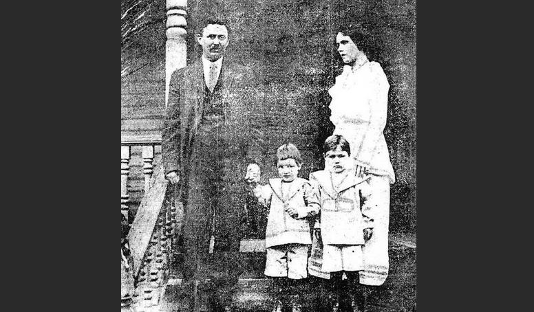 Бобби Данбар с семьей