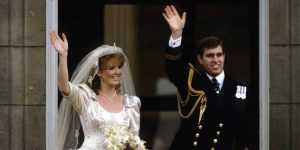 В 1992 году принц Эндрю и Сара Фергюсон уже расстались, а оформили развод в загсе только лишь спустя 4 года.