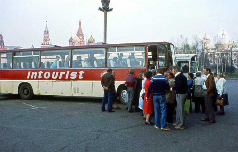 А еще курс валюты в СССР иностранцы считали слишком высоким.