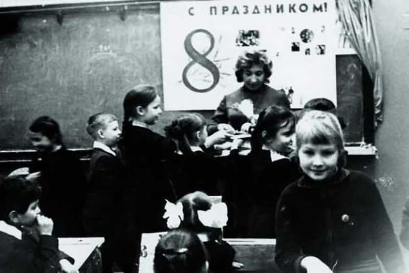 О детстве Литвинова делится воспоминаниями неохотно, так как предпочитает забыть его.