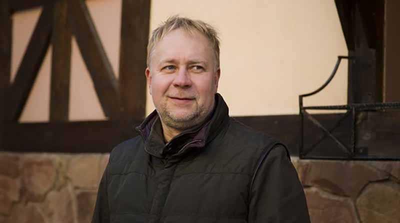 В дальнейшем Юрий пошел продолжать учиться на режиссера и сценариста.