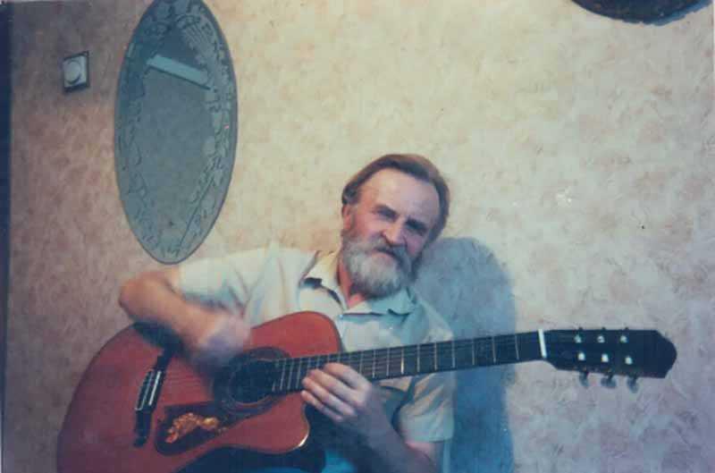 В итоге Клименков увлекся музыкой, научился играть на гитаре.
