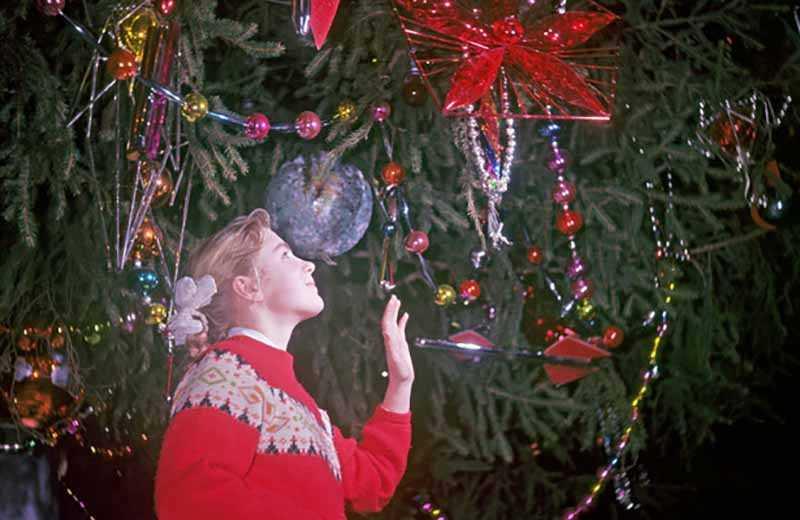 Было и еще одно посягательство на новогоднюю ель.