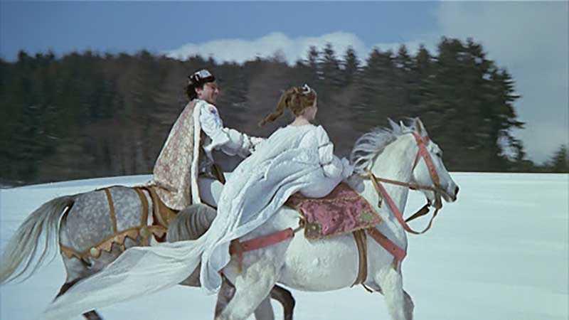 Золушка и Принц катались на лошадях,