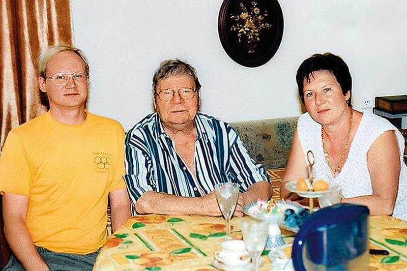 Пуговкин женился третий раз, его отношения с дочкой стали разлаживаться