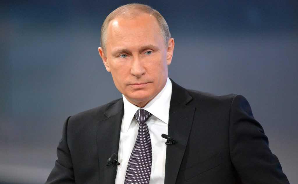 Владимир Путин поздравил россиян с 23 февраля