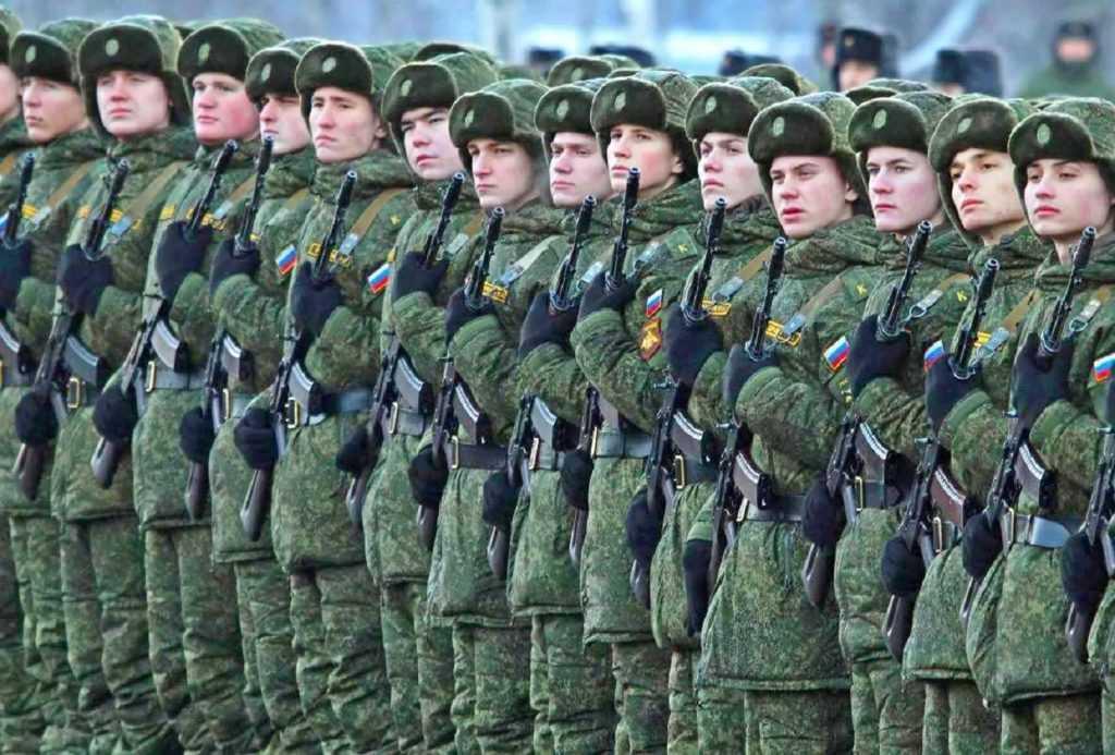 В России предлагают увеличить срок службы в армии
