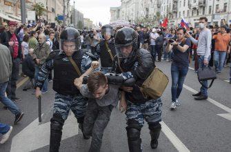 В России будут штрафовать за неповиновение силовика на митингах