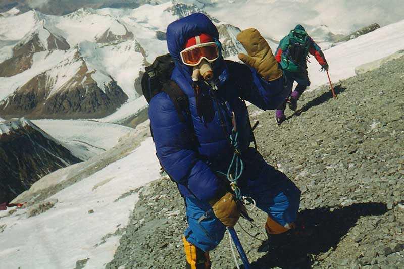 В марте альпинисты обустроили лагерь рядом с подножием ледопада Кхумбу.