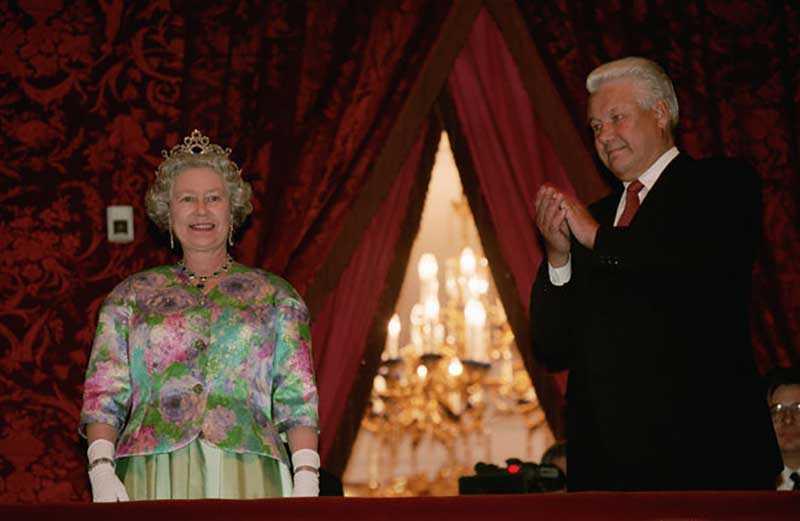 Курьез на торжественной встрече королевы
