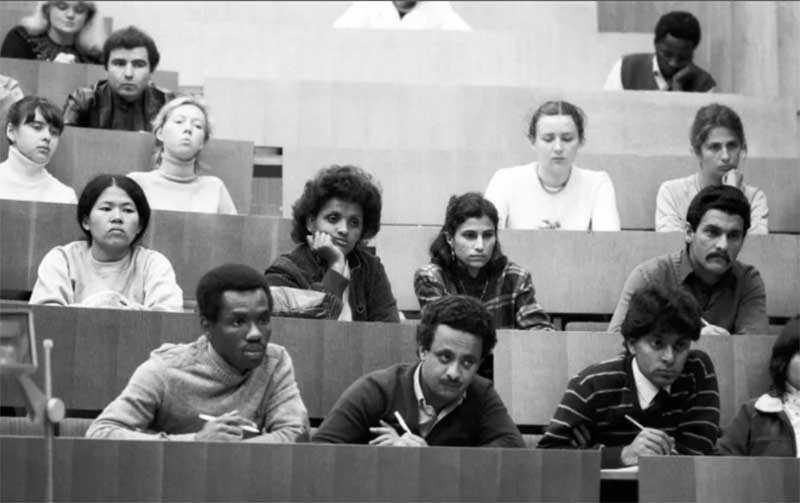 Почему иностранные студенты находились в привилегированном положении в СССР?
