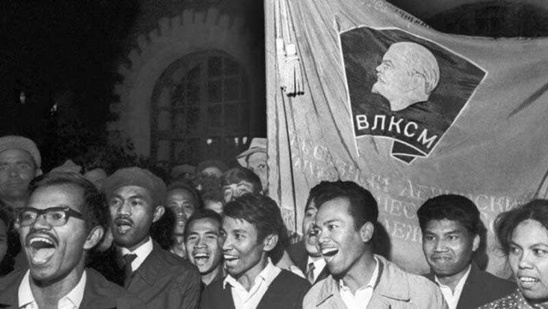 Власти сняли запрет на прием иностранцев на обучение в СССР в 50-х годах прошлого столетия.