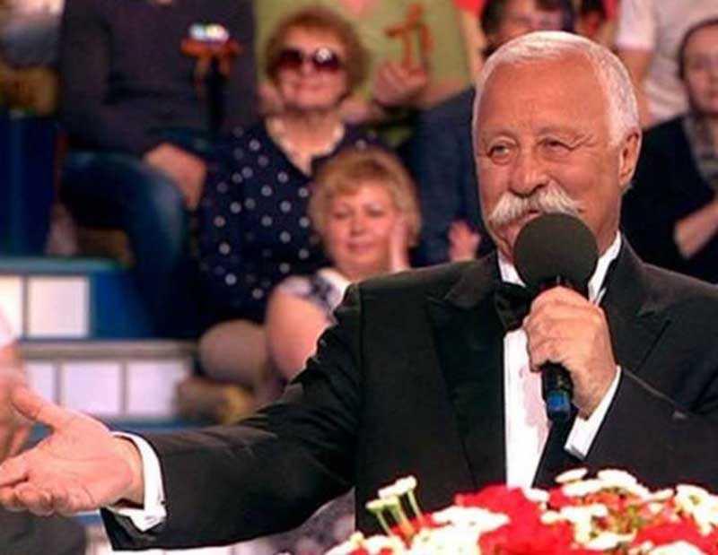 Леонид Якубович со смехом вспоминает первые годы работы в «Поле чудес».