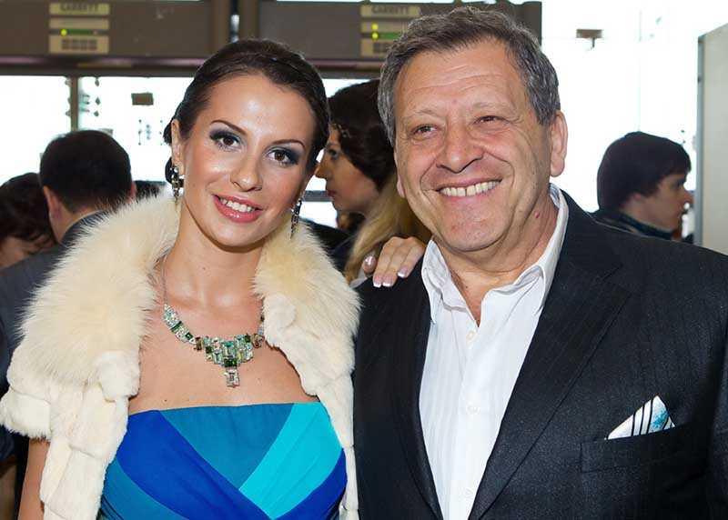 Только в 2010 году взял в жены Анну Панасенко, разница в возрасте с которой составляла целых 37 лет.