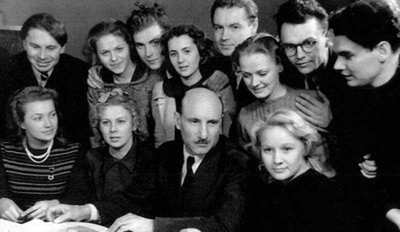 оздателями этой шутки были Владимир Валуцкий, Дая Смирнова, Дмитрий Иванов, Владимир Трифонов.