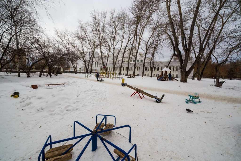 В Петербурге на детской площадке обнаружили тело пропавшей девочки