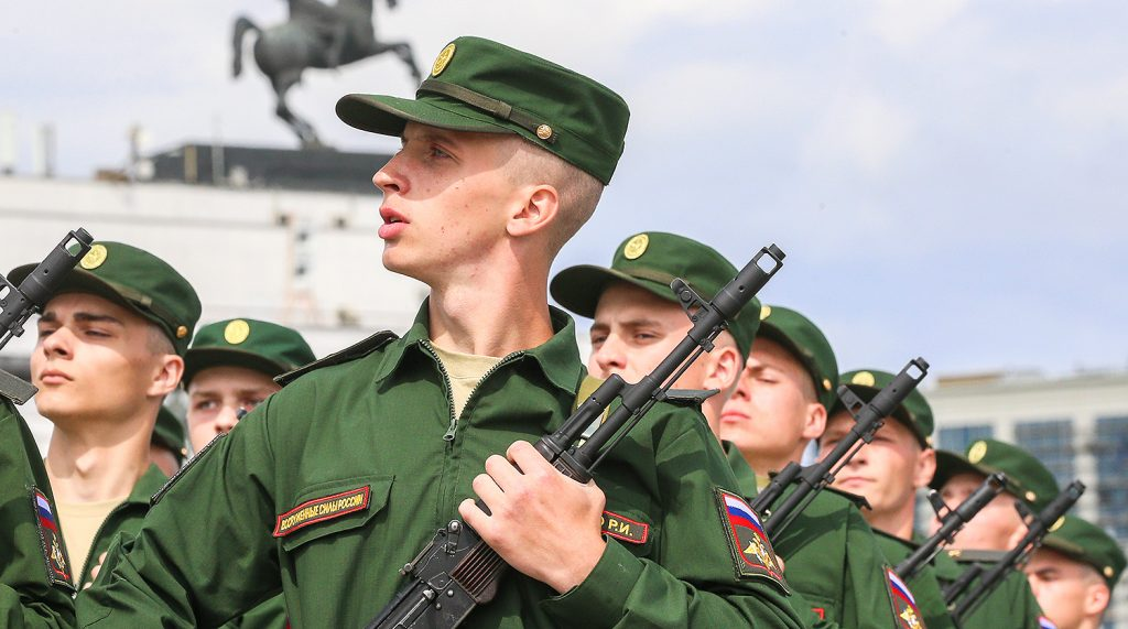 В правительстве обсуждается инициатива включения срока службы в армии в пенсионный стаж