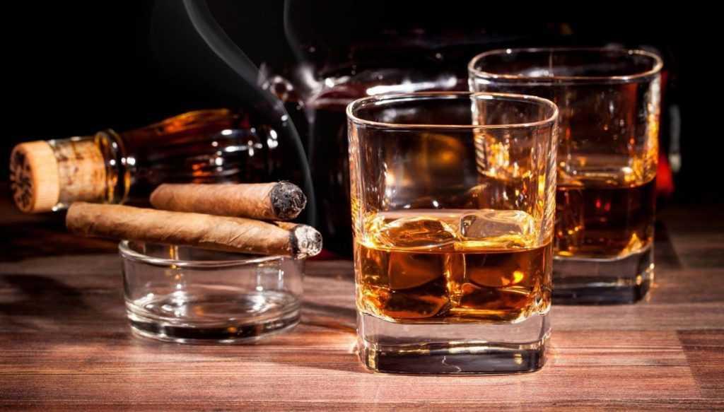 В России могут запретить торговым сетям продавать алкоголь и сигареты клиентам с детьми