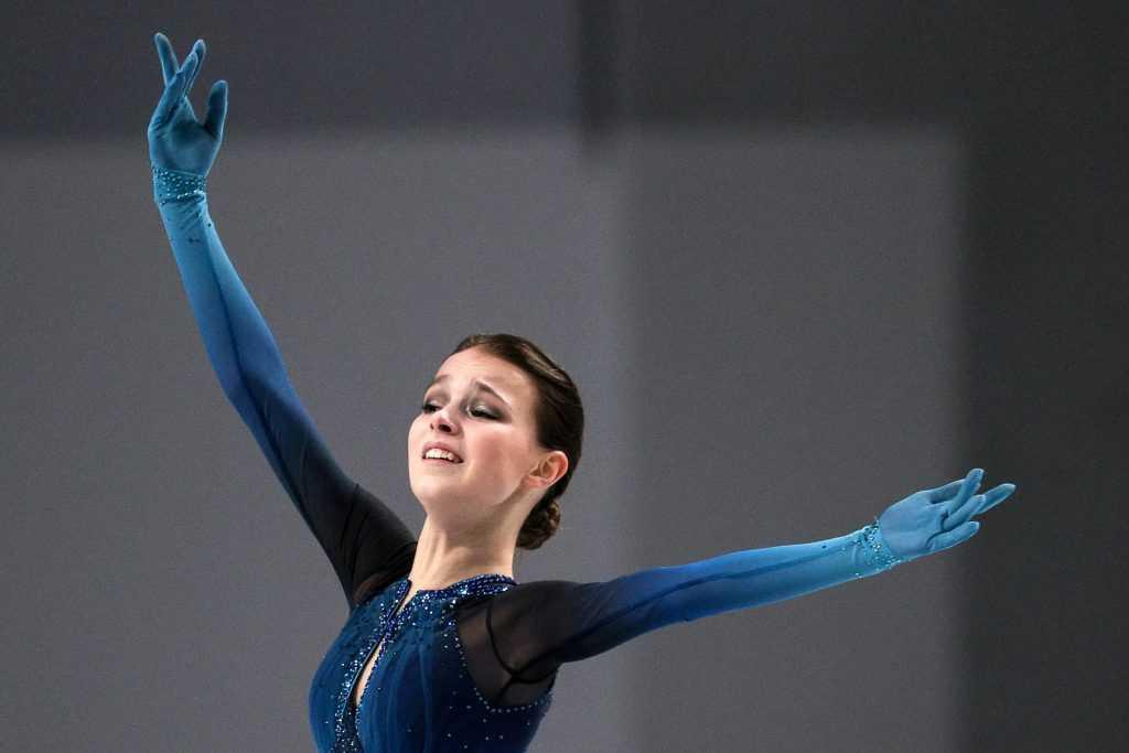Анна Щербакова стала лучшей фигуристкой в короткой программе на ЧМ