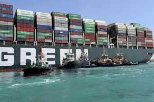 Застрявший контейнеровоз в Суэцком канале удалось снять с мели
