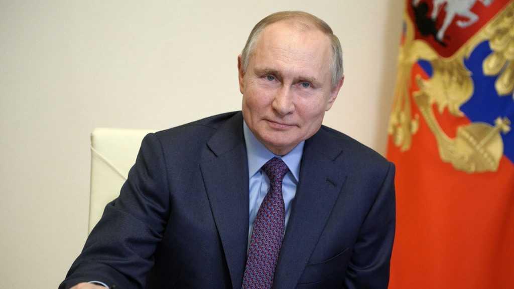 Дмитрий Песков уверен, что вакцинация Владимира Путина стимулирует россиян последовать его примеру