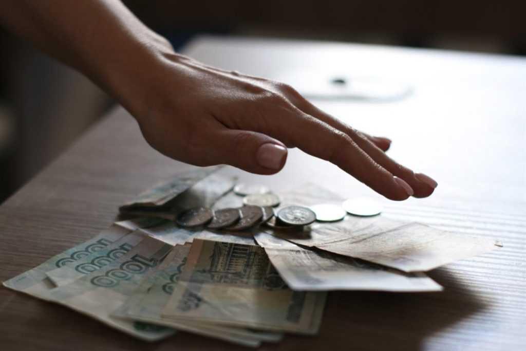 Владимир Путин постановил не взыскивать долги с семей с минимальным доходом