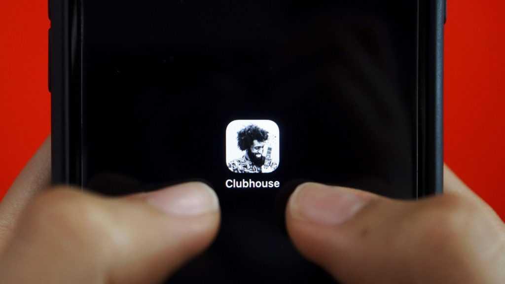 Российские операторы стали добавлять соцсеть Clubhouse в тарифы, в которых предусмотрен безлимитный доступ к месседжерам