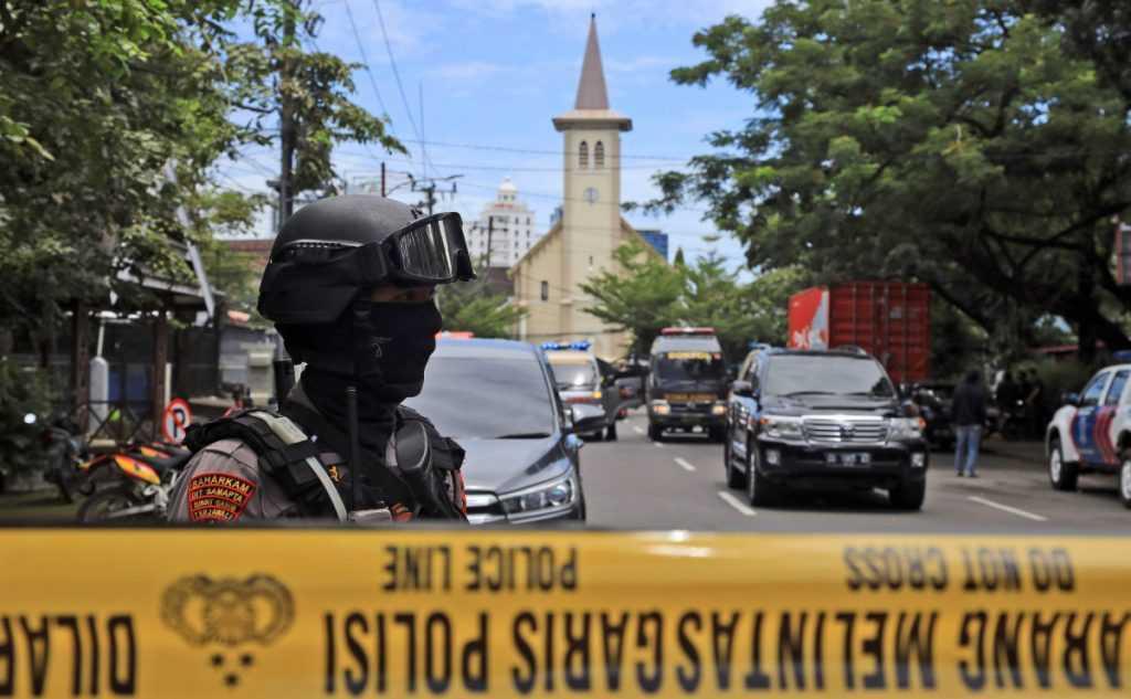Граждане России не пострадали при взрыве церкви в Индонезии
