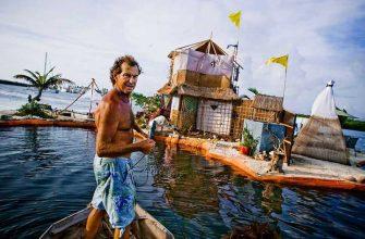 Как мужчина построил остров из пластиковых бутылок для личного проживания