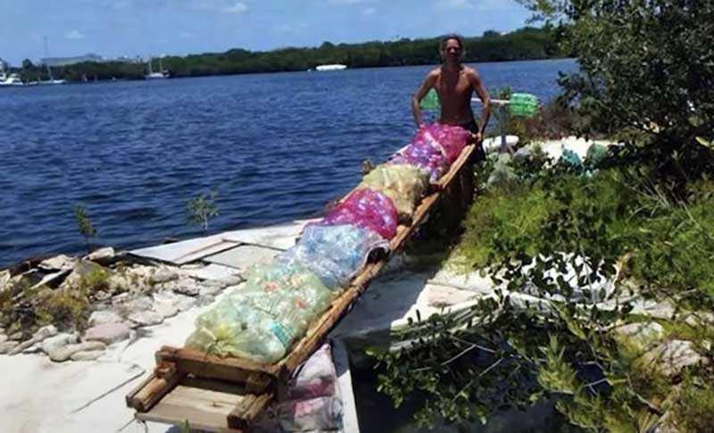 К сожалению, однажды случился ураган, который сломал дом Ричарда и повредил искусственный остров