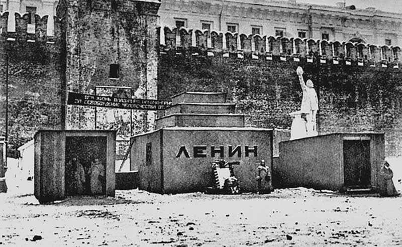 Никто не ожидал, что количество людей, пожелавших проститься с Лениным, будет настолько много.