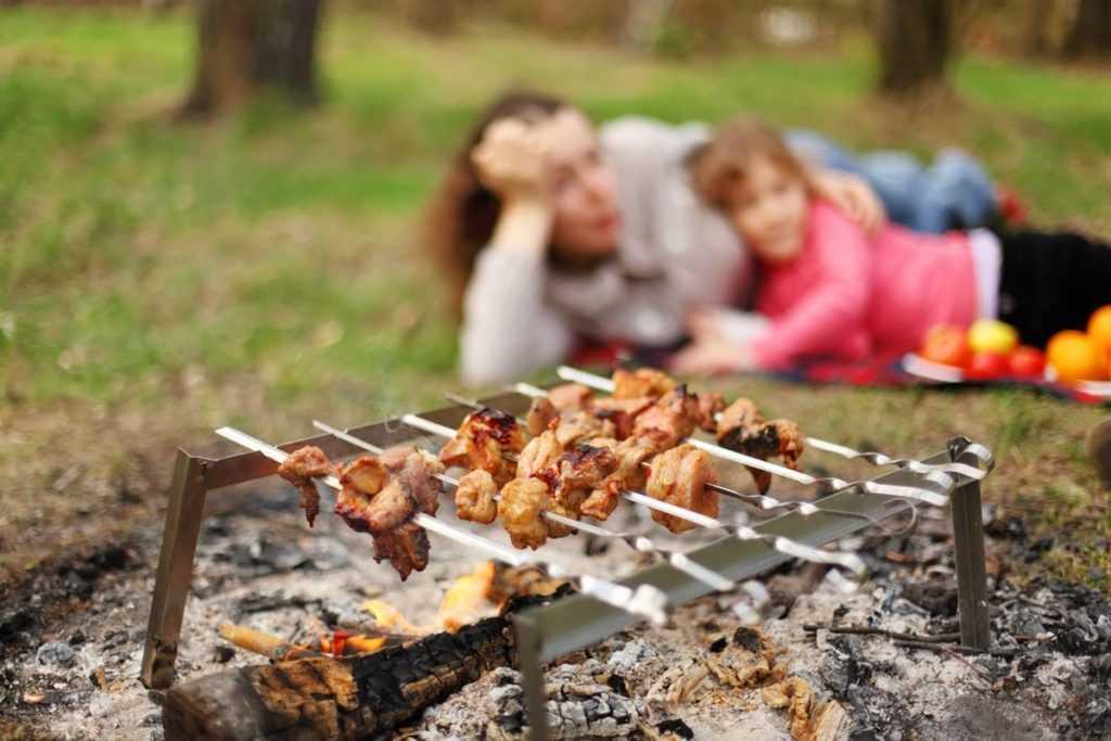 Россиян призывают провести майские праздники дома в кругу семьи