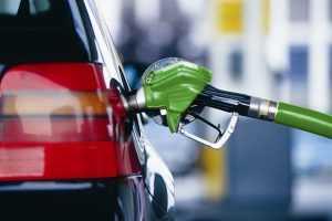 В РФ бензин дорожает с опережением графика