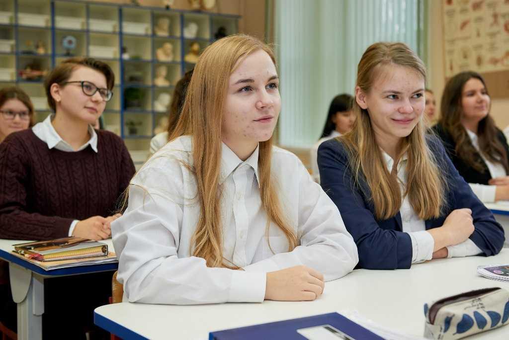 Школьники и студенты в России не будут учиться с 1 по 10 мая