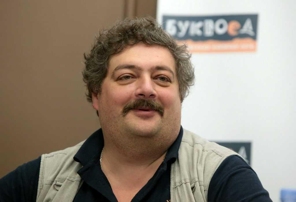 Писателя Дмитрия Быкова вызвали в полицию за участие в несанкционированном митинге