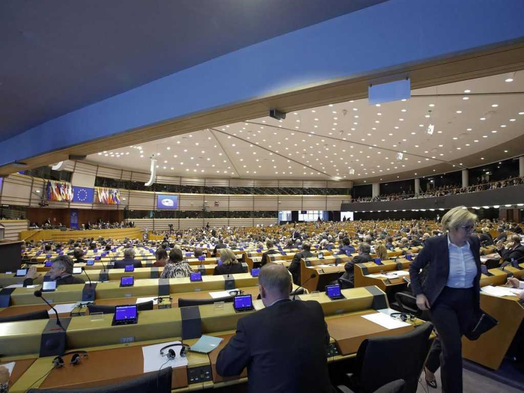 Европарламент призывает страны Евросоюза высылать российских дипломатова