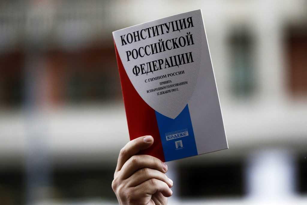 Владимир Путин подписал закон, позволяющий ему переизбираться еще на два срока