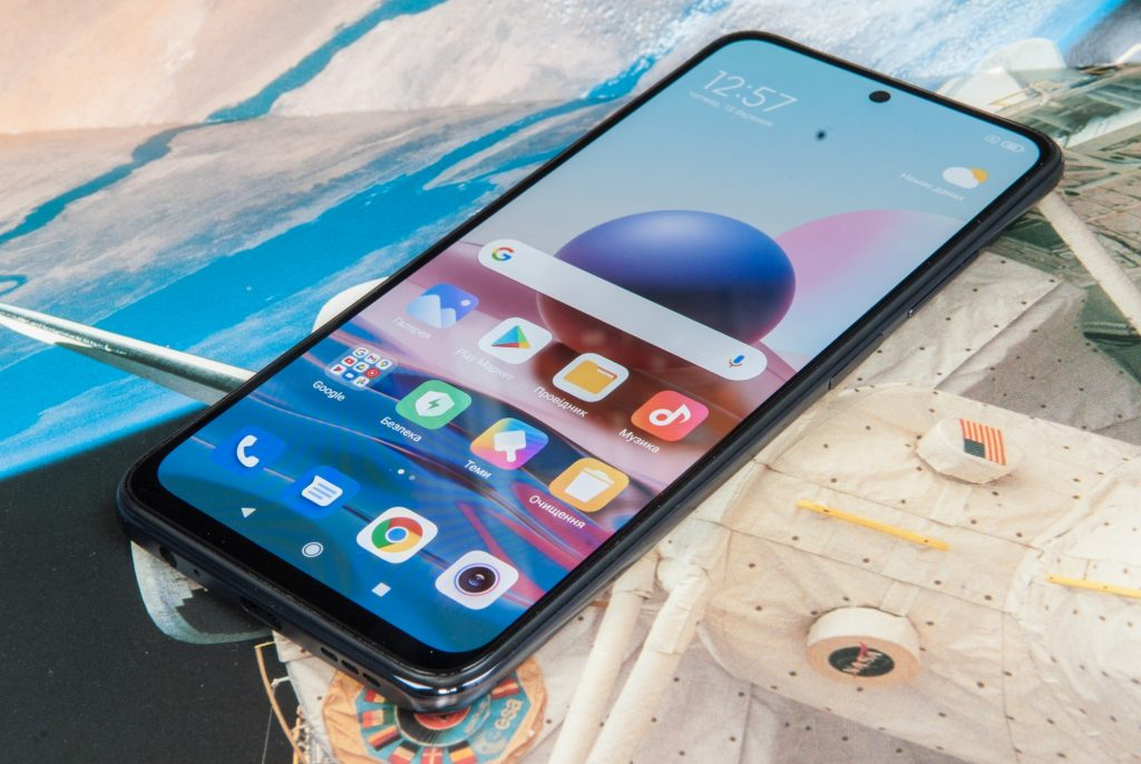 Смартфон Redmi Note 10 стал доступен в российских магазинах