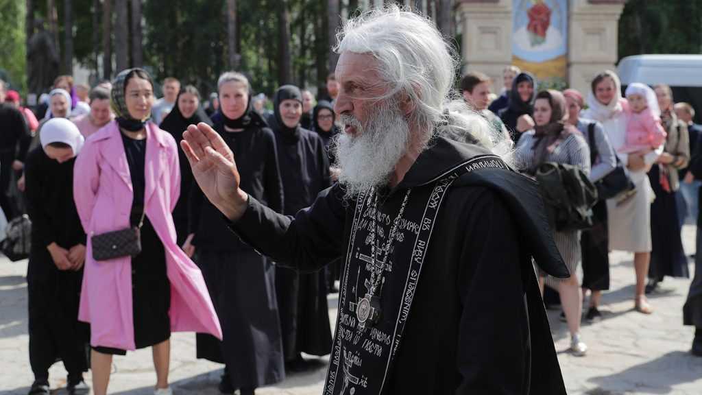 Правоохранители выселяют обитателей Среднеуральского монастыря