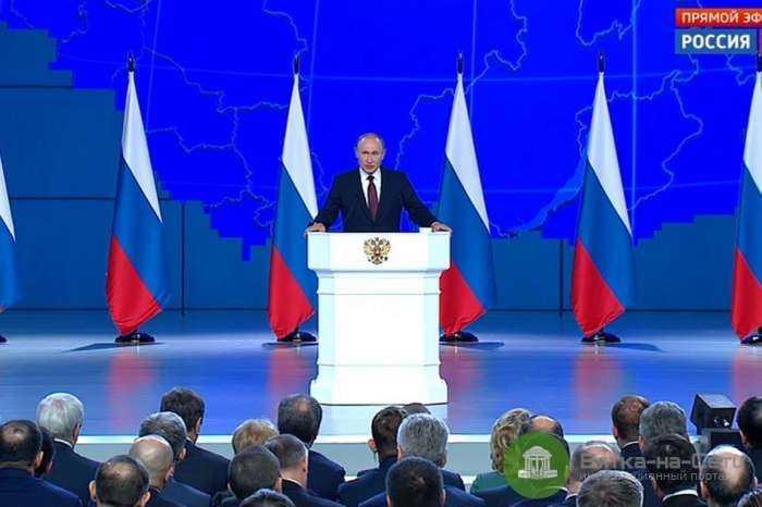 Путин предложил выплатить семьям со школьниками по 10 тысяч рублей
