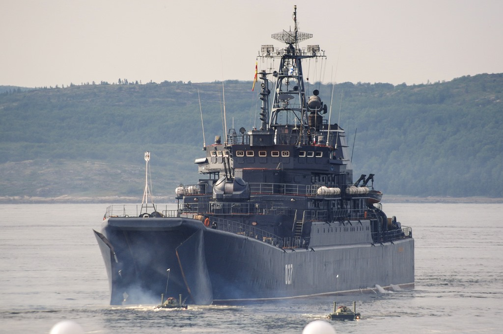 Большие десантные корабли российского Северного флота вошли в акваторию Черного моря