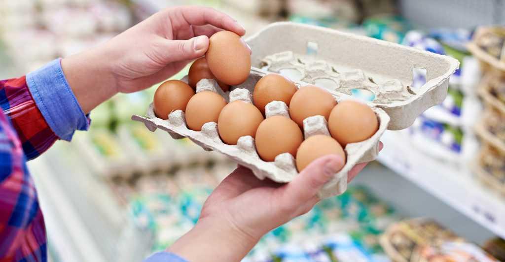 В Хабаровске пенсионерам выдадут по 10 яиц за прививку от COVID-19
