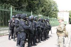 3,5 тысячи силовиков оцепили рынки в Ростовской области