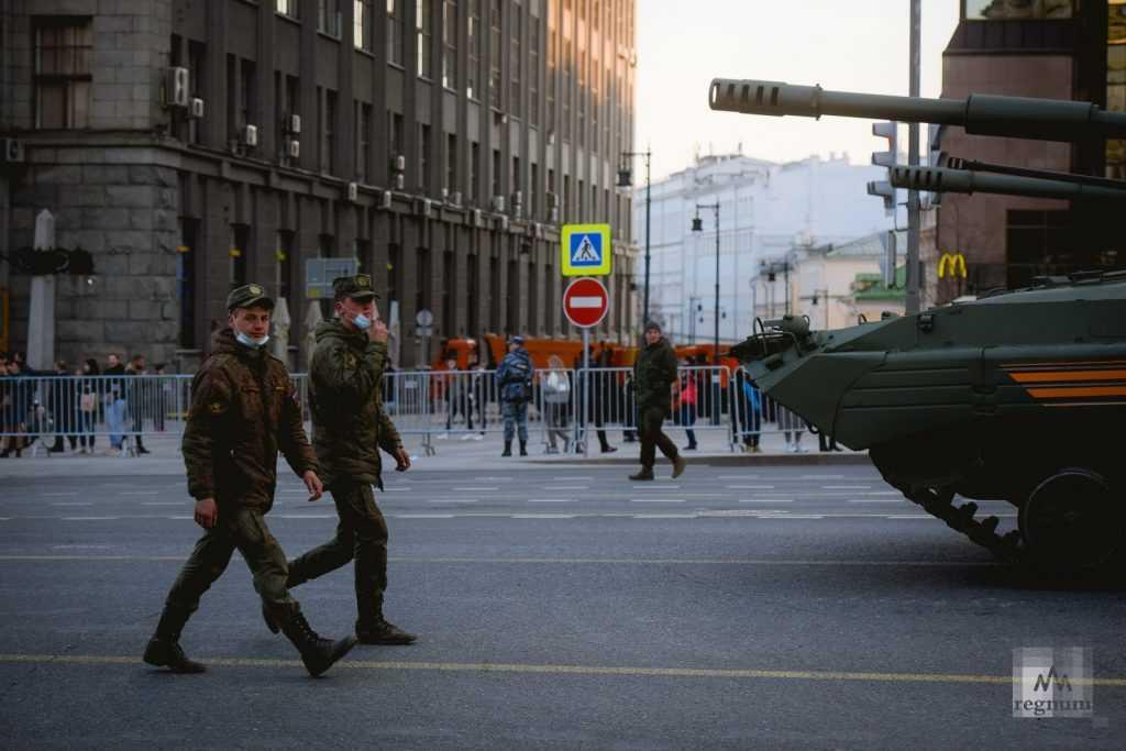 На Красной площади провели первую ночную репетицию парада Победы