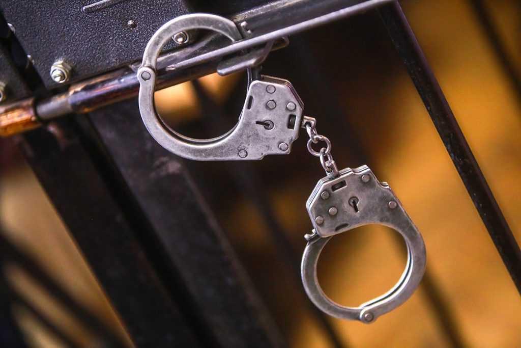 Бывшего начальника ФСБ Черкалина лишили свободы за взятки
