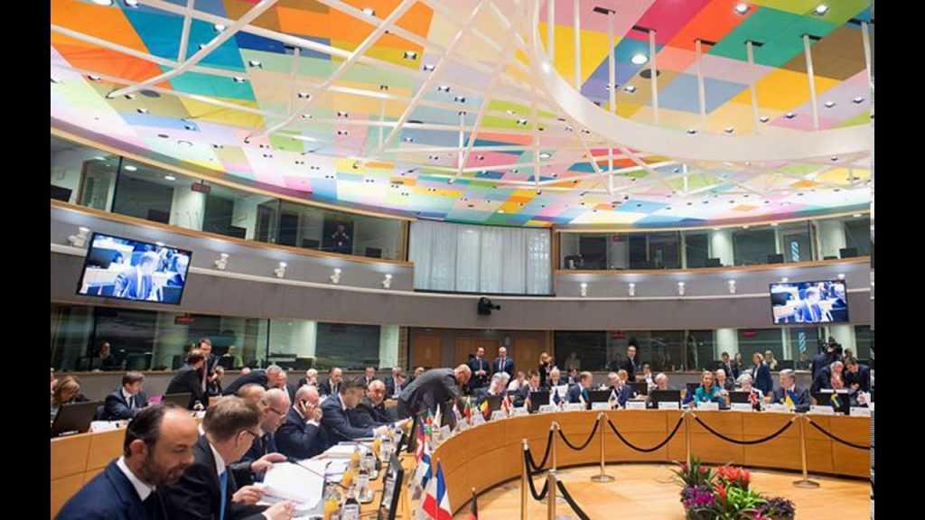 Европарламент призывает ужесточить санкции против России