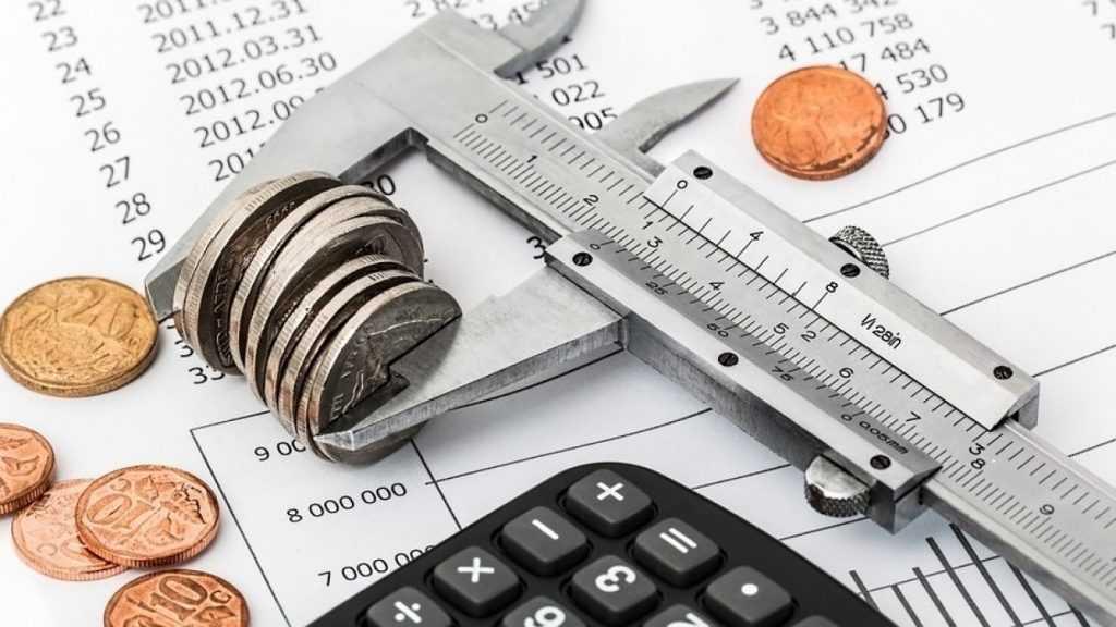 Эксперт советует хранить сбережения в рублях